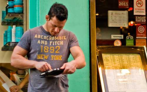 Con el tablet en la calle